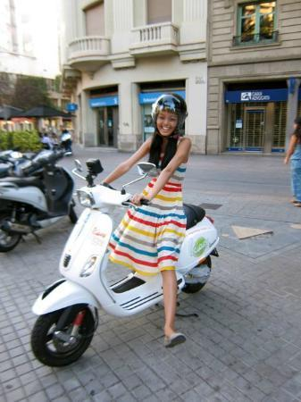 Enjoy Barcelona by Vespa
